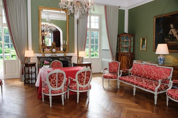 Roter Salon in der Burg Heimerzheim